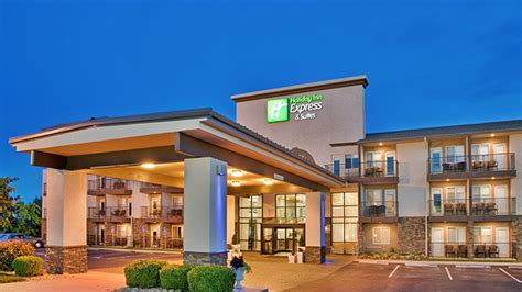 Holiday Inn Express & Suites 76 Central | Branson