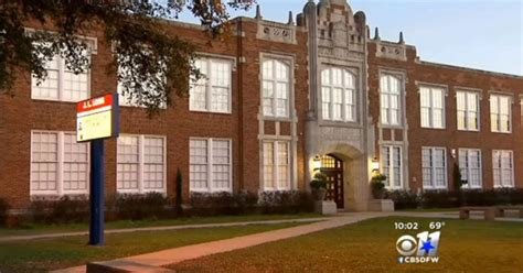 Dallas middle school teacher shows nude photo of herself