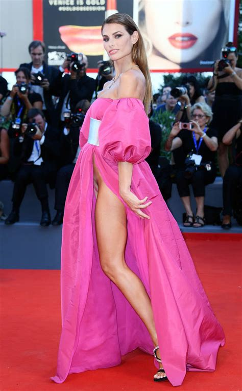 Models expose their crotches in embarrassing wardrobe fail