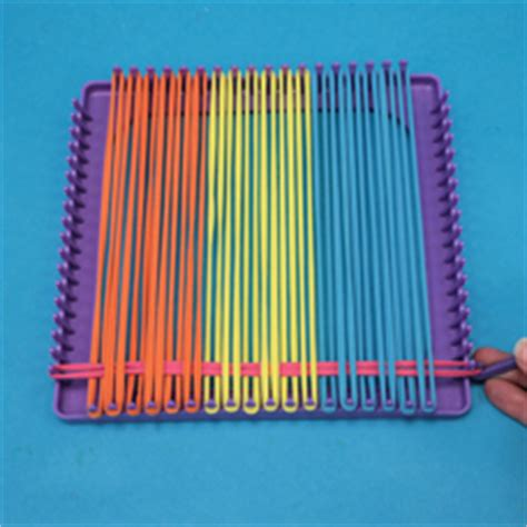 How to Use A Weaving Loom to Make a Potholder - Craft