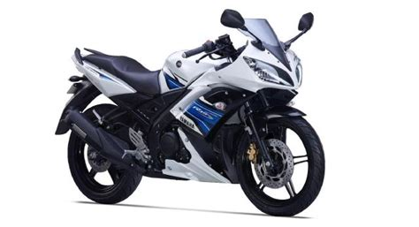 Yamaha YZF-R15 launched with auto headlamp on - BikeWale