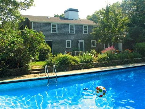 Classic Cape Cod private home Has Parking and Internet