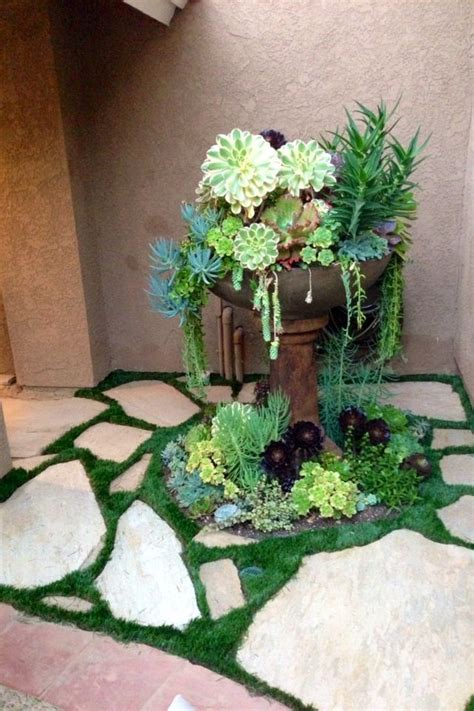 it-is-quite-easy-to-create-beautiful-succulent-arrangments