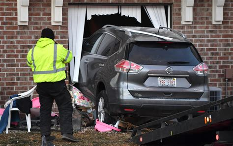 Car launches into Peoria apartment building from parking